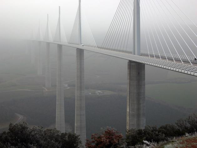 tallest_bridge_in_the_world_millau_viaduct_france3