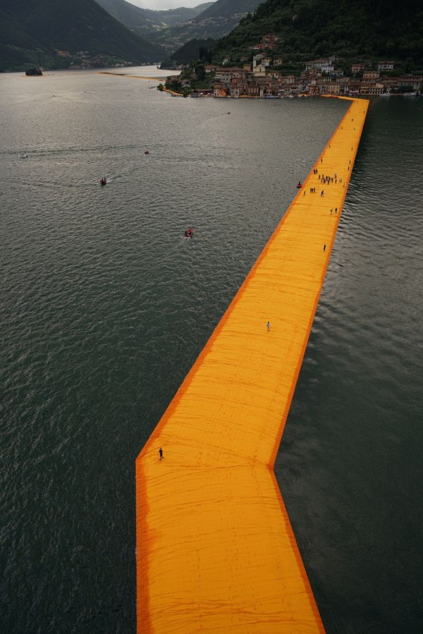 christo-and-jeanne-claude-floating-piers-lake-iseo-italy-17