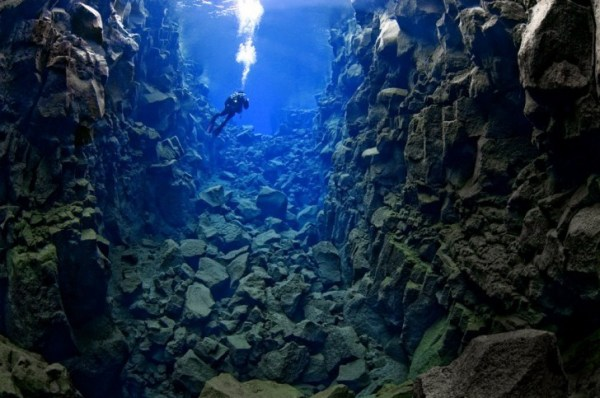 Silfra_cathedral_diver6-1024x680-728x483