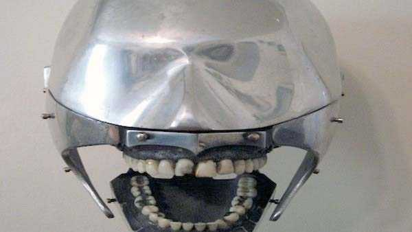 dental-equipment-from-the-past-17