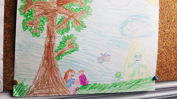 creepy-children-drawings-14-57ff845f696d7__700