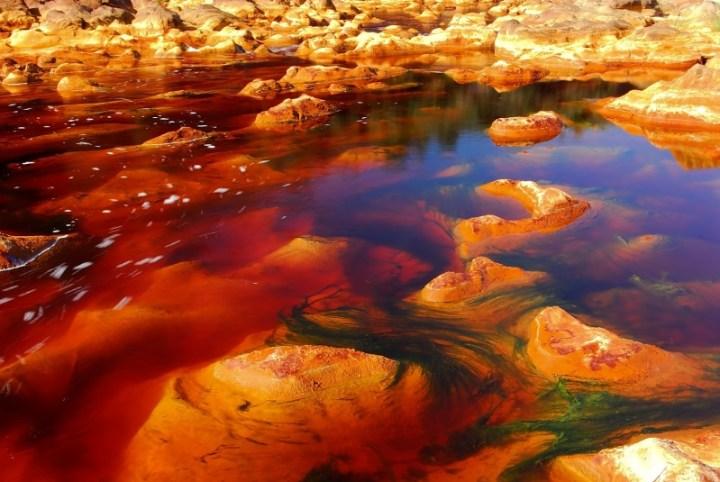 1759955-aspecto-de-las-aguas-del-rio-tinto-con-su-caracteristico-color-rojo-800-289807ba65-1479909223