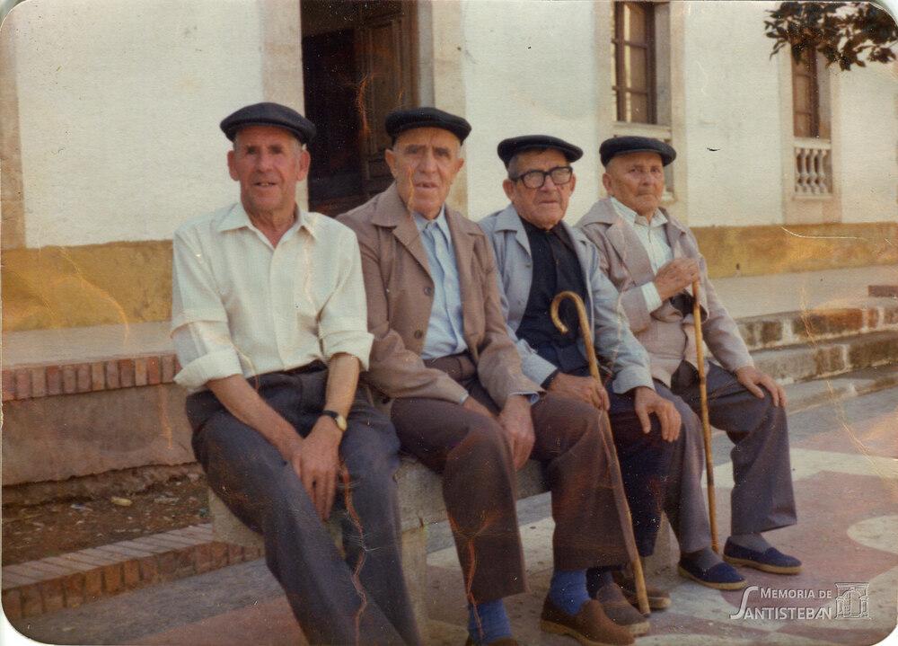 Abuelos en Santisteban del Puerto, años 70.