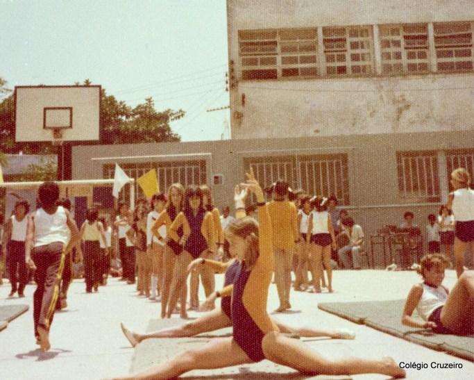 1976 - Alunos do Colégio Cruzeiro - Centro em competição de Ginástica Olímpica