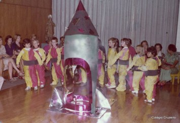1977 - Atividade escolar - Celebração do Dia das Mães no Cruzeirinho