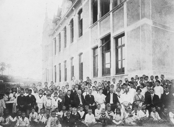 1912 - Responsáveis e convidados na inauguração da nova sede na rua Carlos de Carvalho, 76