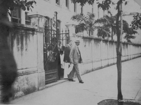 1928 - Visita do Rei Friedrich August da Saxônia, acompanhado pelo Pastor Hoepffner, ao Colégio Cruzeiro