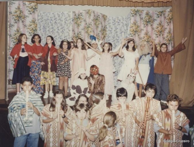 """1995 - Apresentação da peça """"A Flauta Mágica"""" por alunos do Colégio Cruzeiro - Centro"""