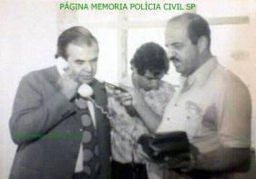Delegado de Polícia Nerval Ferreira Braga Filho Natural de Tietê-SP, foi um dos mais importantes delegados de polícia de São Paulo, faleceu em 12 de fevereiro de 2002, quando já aposentado e exercendo a advocacia. No telefone, Dr. Nerval, o repórter Aluani Neto, segura o microfone e atrás de ambos, o Investigador José Carlos Marques, na década de 70, no Departamento Estadual de Trânsito em São Paulo.