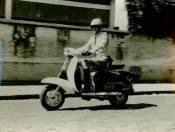 Integrante da Extinta Guarda Civil motorizada de Indaiatuba, com lambreta da Fiscalização do DST, da década de 60.