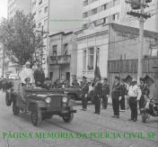 Revista à tropa pelo Governador Abreu Sodré, em viatura Jeep, com o comandante da extinta Guarda Civil do Estado de São Paulo, Omar Galvão. Foi num sábado dia 25/10/69 em comemoração aos 43° aniversario da Guarda Civil, o último da memorável corporação.
