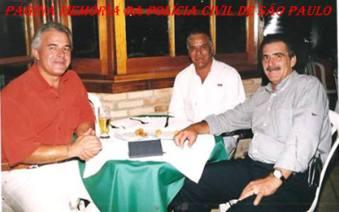 "Seccional de Bragança Paulista, na década de 90: Investigadores Humberto Alexandre, Hélio Pires ""in memorian"" e Luiz Azevedo ""in memorian""."