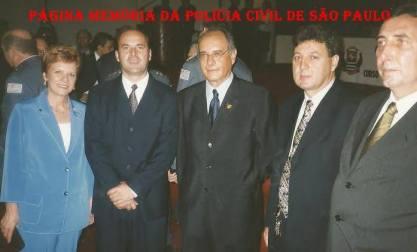 Solenidade no Palácio dos Bandeirantes. À partir da esquerda, Delegada Rose Correa, Delegado Francisco Rodrigues Alves, Delegado Marco Antônio Desgualdo, Advogado Latanzzi e Delegado Paulo Roberto de Queiroz Motta, decada de 90.
