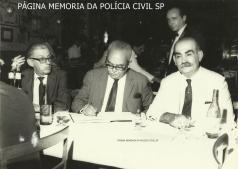 Delegado de Polícia Coriolano Nogueira Cobra, com outros dois delegados, na década de 60.
