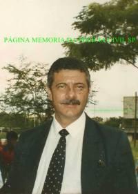 O Delegado de Polícia Sérgio Abdalla, encerrou sua carreira de 37 anos na Polícia Civil, aos 70 anos de idade, como divisionário da Assistência Policial do Departamento Estadual de Investigações Criminais (Deic), tendo ingressado na Instituição como investigador, em 1975. Dentre as muitas unidades em que atuou destacam-se a Divisão de Capturas, do então Departamento de Identificação e Registros Diversos (DIRD), hoje Departamento de Capturas e Delegacias Especializadas (DECADE), Delegacia Seccional de Mogi das Cruzes, Delegacia Seccional de Diadema e Divisão Carcerária do Departamento de Polícia Judiciária da Capital (DECAP), para onde foi a convite do diretor, à época, o Delegado Gerson Carvalho. Na foto, dezembro de 1987, em uma confraternização aos fundos da ACADEPOL, hoje está localizado o IC. (enviado pela Escrivã aposentada, hoje Advogada, Guivéret Vera Andreozzi).