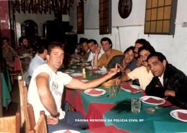 """Policiais Civis da Delegacia de Roubo a Bancos da DISCCPAT- DEIC, em 1.988. À direita o Investigador Osvaldo """"Chú, in memoriam"""", Cyrano, Thezouro, Caetano """"Vitrola"""", Marella , Edson Caçapa e Parreira. À esquerda Ricardo Romero """"Zé Galinha"""". Ao fundo Ricardo Tadeu."""
