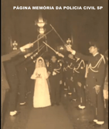 Cerimônia de casamento de um integrante da extinta Guarda Civil do Estado de São Paulo, na década de 60.