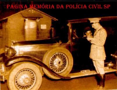 Multa sendo aplicada por integrante da extinta Polícia Rodoviária do Estado de São Paulo, em 1.940.