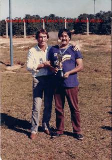 """Delegado Joaquim Scarabelo Neto """"in memorian"""" e Investigador Paulo Borba """"Cebola"""", da Delegacia Seccional de Ourinhos, década de 80."""