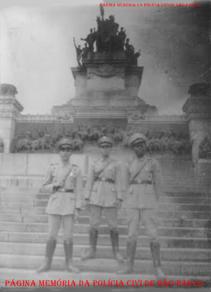 Integrantes da extinta Guarda Civil do Estado de São Paulo, no Museu do Ipiranga, na década de 50.