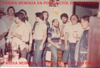 """5ª Delegacia Roubo a Bancos- DISCCPAT- (KILO) do DEIC: Á partir da esquerda, Investigadores Peron """"in memorian""""; Toninho; (?); Paulo Roberto de Queiroz Motta (Encarregado), hoje Delegado no DEINTER 6; Investigadores Marco Adolfo Maganha; Luiz Tizano """"in memorian"""", Octacilo Gimael Pereira """"Bebê Johnson ou Cilão"""" """"in memorian"""" e Ferro, em 1.985."""