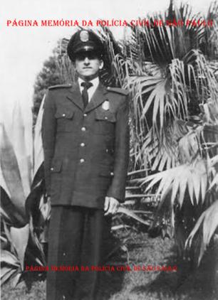 Investigador de Polícia Miguel Franco, quando era da extinta Guarda Civil do Estado de São Paulo, no jardim do Museu do Ipiranga, na década de 50. (acervo do filho Wagner M Franco).