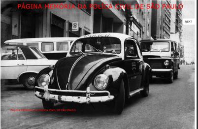 """Viaturas de marca VW- Sedan """"fusca"""" e Rural Willys, da Delegacia do Município de Santos André, na década de 60. (Acervo de Douglas Nascimento, Jornalista, fotógrafo e pesquisador independente, editor do o site São Paulo Antiga)."""