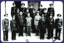 Entre 1905 e 1913 quando o município de Piracicaba tinha como Prefeito Ricardo Ferraz de Arruda Pinto, o Delegado de Polícia Carino Espírito Santo (ao centro), e representantes da Associação Comercial, Industrial e Apícola de Piracicaba reunidos, oficializam e criam a primeira diretoria da Guarda Civil Municipal da cidade.