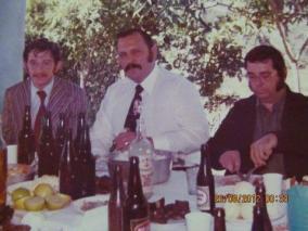 Delegados de Polícia Paulo Viesi e Fabio Cesnik (hoje aposentados) e a direita o Prefeito Cleber. Almoço de confraternização da Seccional de Botucatu na cidade de Conchas/SP.