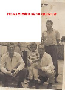 """Anos 60, Investigadores de Policia: em pé, Francisco Fontes """"Chicão"""" foi chefe da Delegacia da DISCCPAT- DEIC, na década de 80. Agachado, Milazoto, com a criança Luiz Rodrigues da Silva """"Luiz Cara Feia""""."""
