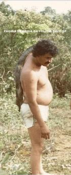 Investigador de Polícia da 1ª Delegacia de Roubos e Extorsões da DISCCPAT- DEIC, Galdino, em pescaria no Mato Grosso, em 1.982.