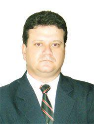 DELEGADO DE POLÍCIA NESTOR SAMPAIO PENTEADO FILHO, nasceu em 1º de setembro de 1964, em Rio Claro, no interior de São Paulo. Formou-se em Direito pela Universidade de São Paulo (USP), em 1987, fez pós-graduação em Direito Processual, em 1998, e mestrado em Direito Processual Penal, em 2003. Além de outros cursos na Academia de Polícia Civil (Acadepol), onde também deu aulas. Em 1988, o delegado assumiu a Corregedoria da Delegacia Regional de Polícia de Campinas, atual Departamento de Polícia Judiciária do Interior – 2 (Deinter 2 – Campinas). Foi divisionário de Execução e Planejamento do Departamento de Administração e Planejamento (DAP), de 2004 a 2005; delegado seccional de Mogi-Guaçu, de 2010 a 2011; e divisionário de Cursos de Formação da Acadepol, de 2011 a 2012. Foi Delegado Assistente da Diretoria da Corregedoria Geral da Polícia Civil, entre 2008 e 2009, onde assume agora como diretor. Até então, Nestor Filho atuava como divisionário de Serviços Diversos (DSD) do DAP. O delegado também foi professor e coordenador de cursos em diversas universidades e publicou algumas obras, como o Manual de Direito Constitucional, Manual de Direito Administrativo, Direitos Humanos, da Editora Método, Direito Administrativo Sistematizado, Direitos Humanos, da Saraiva, e Manual Esquemático de Criminologia. Além disso, é autor de inúmeros artigos publicados em revistas e periódicos da Polícia Civil e Associação de Delegados de Polícia de São Paulo e similares.