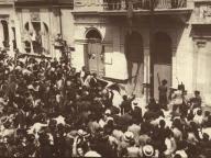 """Estudantes invadem Delegacia no Cambuci para libertar presos políticos, em 1930. O episódio foi conhecido como """"A BASTILHA DO CAMBUCI""""."""