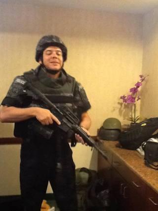 Investigador de Polícia Aluizio Bueno, no Curso SWAT, em maio de 2013, em Dolphin Mall- Miami- USA. (acervo de Roberto Faria, Segurança Profissional).