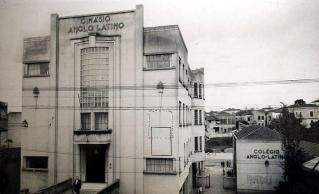 Foto do Ginásio Anglo Latino, o qual abrigou a antiga Escola de Polícia do Estado.