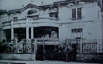 Escola de Polícia Rua da Glória nº 410, Bairro da Liberdade, de 1944 a 1951, quando foi substituida pela Escola de Polícia da Rua São Joaquim e finalmente em 1.970 para a atual ACADEPOL na Cidade Universitária. (enviado pelo Delegado de Polícia Luciano Manente).