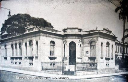 Sede da Escola de Polícia, de janeiro de 1.936 a 1.937, na rua Visconde do Rio Branco, 267, Bairro da Liberdade.