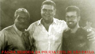Delegados de Araçatuba, à esquerda, Jair Belmiro Rocha (hoje é advogado). Ao centro, o Reporter Policial João Marcos. À direita, o então Delegado Seccional Delcir Getúlio Nardo ( Atual Secretário Municipal de Segurança, na década de 80).