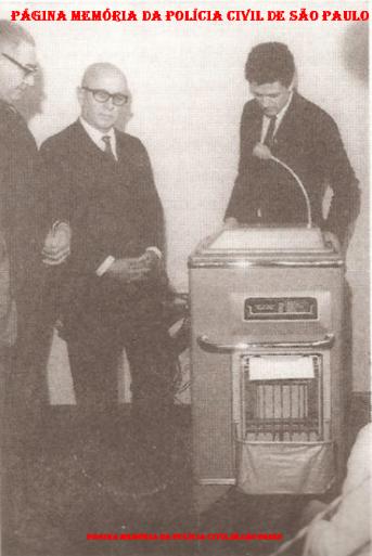 Inauguração do Telefoto do DICOM, em 1970. À partir da esquerda, Delegado Nemr Jorge, Secretário de Segurança Pública Cel. Danilo Sá e Celso Terra (pai).