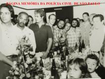 Policiais da DIG- Divisão de Investigações Gerais do DEIC, em 1.978. À partira da esquerda, Investigadores Carneiro, Lamartine,?,Franck, Aroldo,?, Januci, Clezo e Boselli. https://www.facebook.com/MemoriaDaPoliciaCivilDoEstadoDeSaoPaulo/photos/a.1013664612089443.1073741897.282332015222710/1063751213747449/?type=3&theater