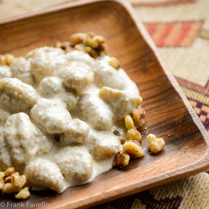 Gnocchi di patate con salsa di noci (Potato Gnocchi with Walnut Sauce)