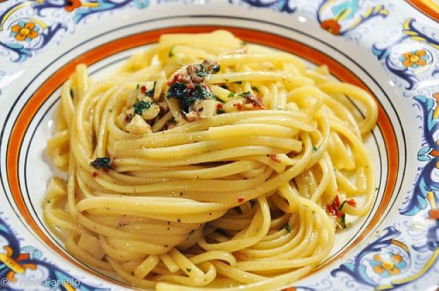 Linguine con alici (Linguini with Anchovies)