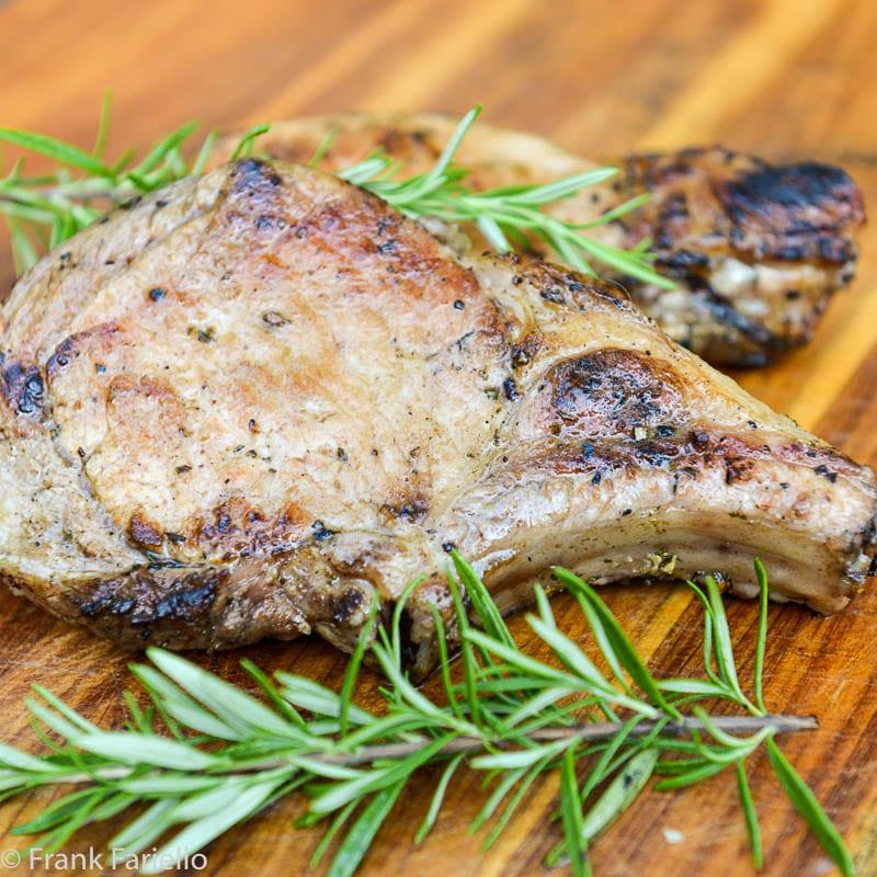 Braciole di maiale alla brace (Grilled Pork Chops)