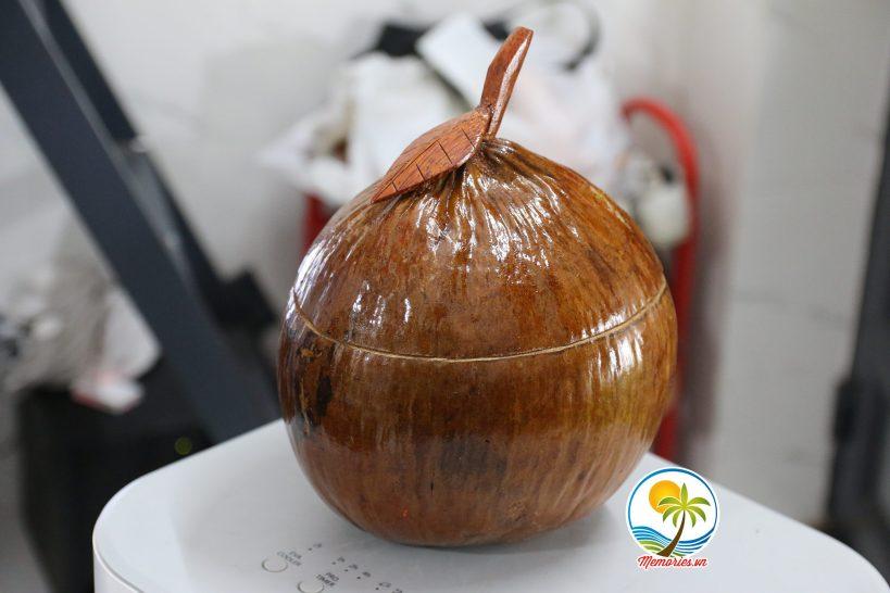 Vỏ Giữ Ấm Bình Trà Bằng Vỏ Trái Dừa (Bình có quay xách ở trên)