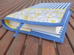 Memoro / Modrý květinový proužek / Obal na knihu