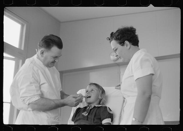 Dental clinic, FSA (Farm Security Administration) camp, Weslaco, Texas, February 1942.  (Photo: Arthur Rothstein)
