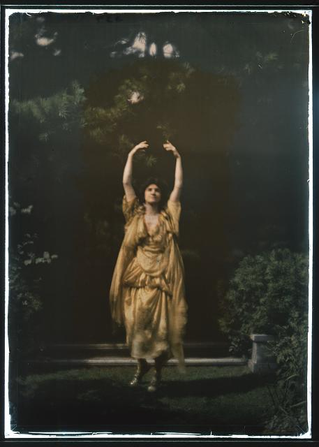 Juliet Barrett Rublee as Tacita the dryad, a character in Percy MacKayes play Sanctuary: A Bird Masque, in rehearsal for first performance.  1913 September.  Arnold Genthe, photographer.