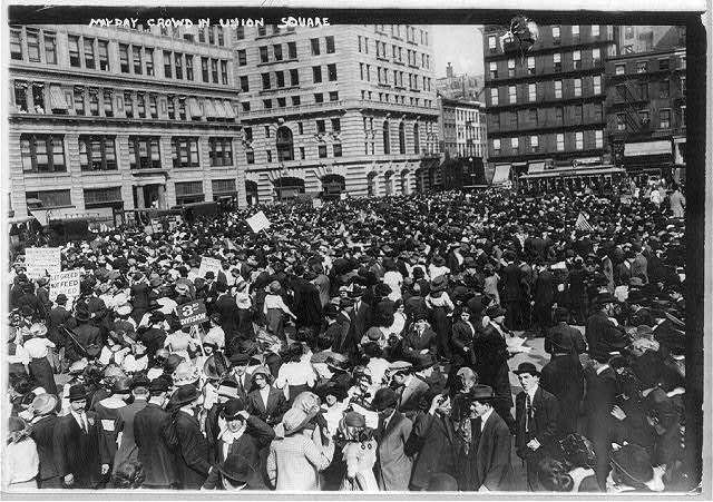 May Day crowd in Union Square, New York City (1913)