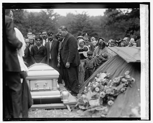Burial of Queen Yordana of the Mitchell tribe of Gypsies, 1925 October 2 (Library of Congress)
