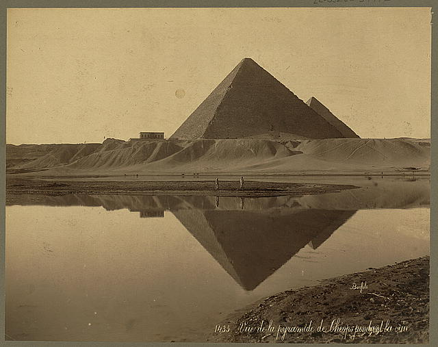 Vue de la pyramide de Chéops pendant la rue / Bonfils. Published between 1867 and 1899